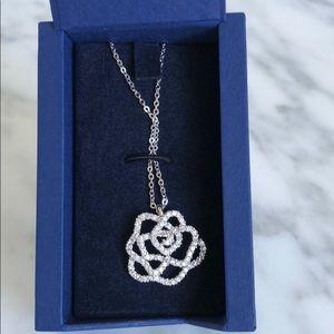 Swarovski brand new hortense flower necklace